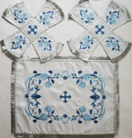 Воздух и покровцы «Розы голубые». Парча белая.